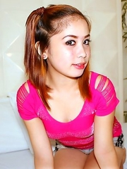 Teen Filipina camgirl Grace receives hard pricking with facial paste